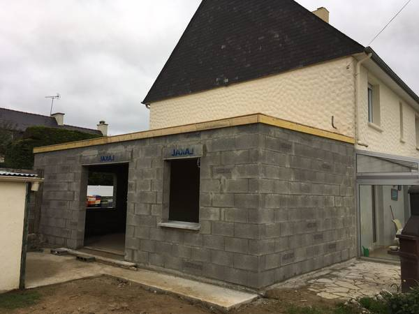 Read more about the article Extension toit plat sur maison traditionnelle – Devis rapide et gratuit